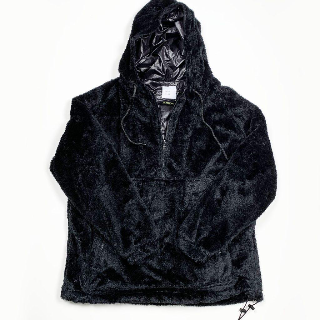 BEAMSとボブソンのダブルネーム、『クロスヒート』を用いたパーカー。発熱する温まる服。