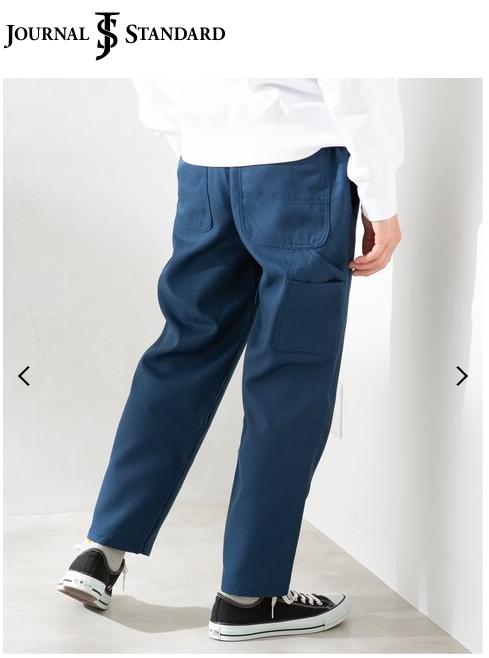 ジャーナルスタンダードとボブソンのダブルネームのジェンダーレスなワークパンツ、ボブソンワーカーズ、モデル着衣写真。ブルー。片足ポケットの参考写真。